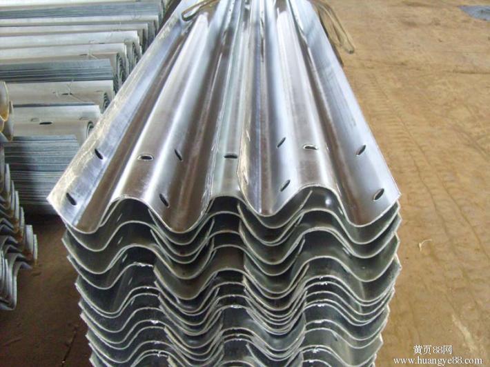 高速波形护栏板厂家销售。欢迎来厂考察合作。