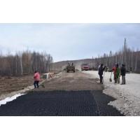 土工格室应用于边坡-道路